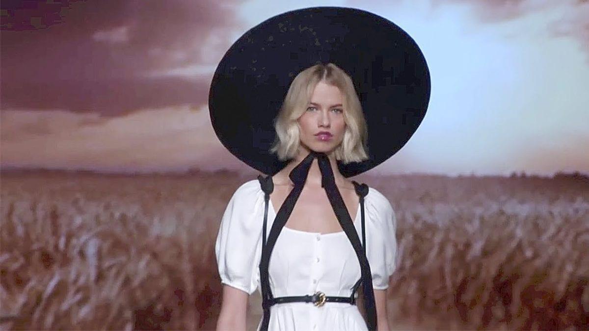 timeless design 6cc00 3ed0d Milano Fashion Week: il trionfo di Elisabetta Franchi