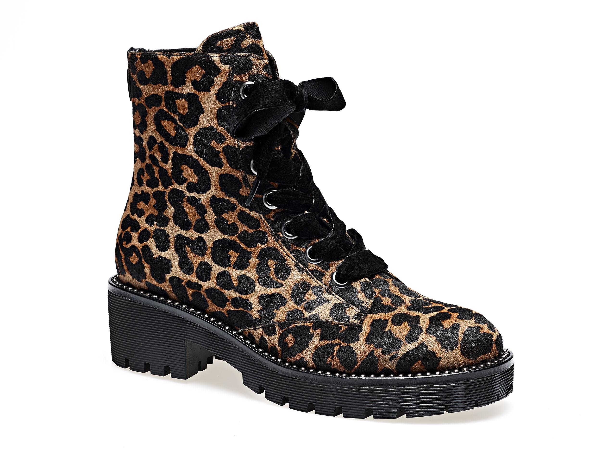 Stivaletto leopardato con lacci in velluto nero