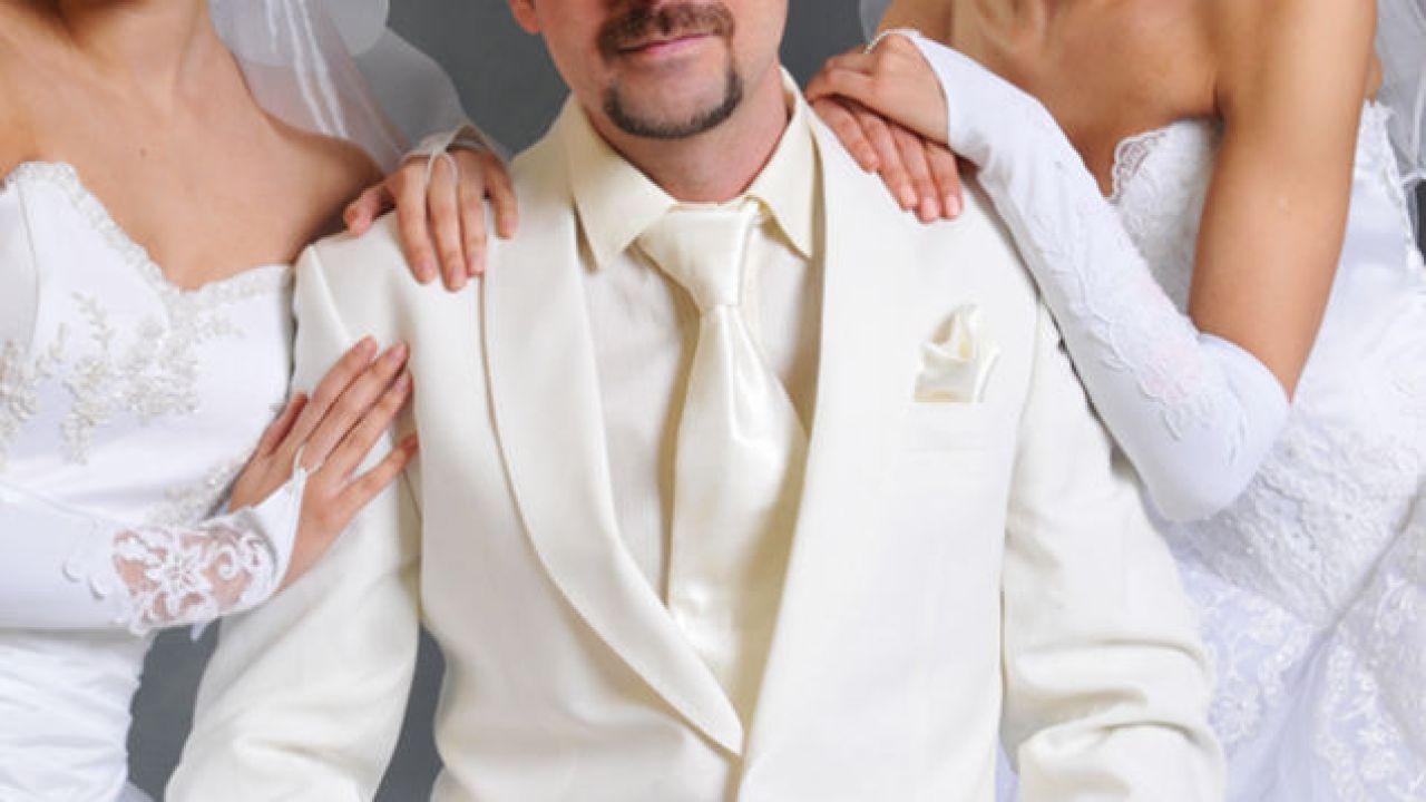 Su Facebook due donne scoprono di essere sposate con lo stesso uomo