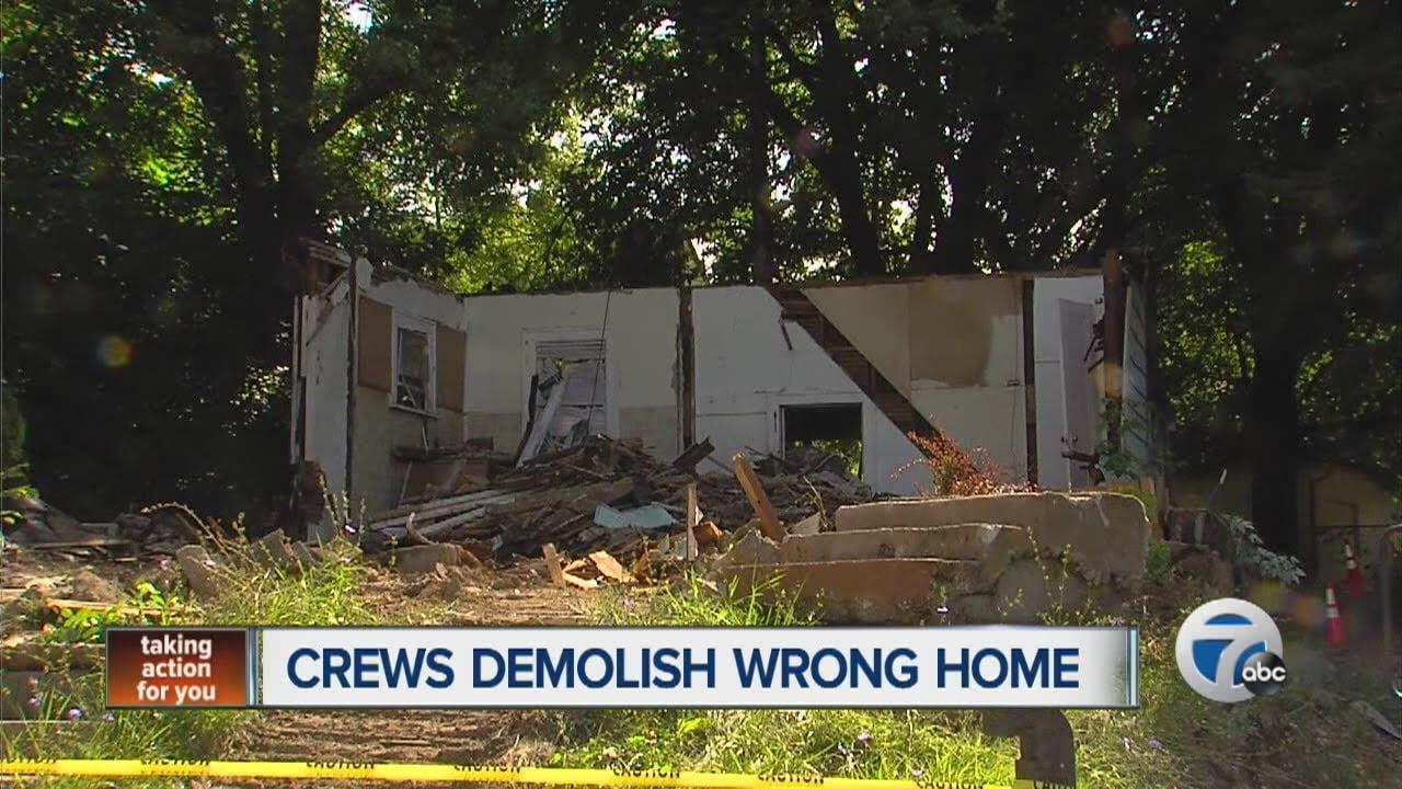 Per salvare casa cambia numero civico e fa demolire quella del vicino